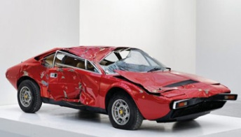 Una Ferrari Dino 308 GT4 distrutta e venduta a 250.000 dollari. Foto