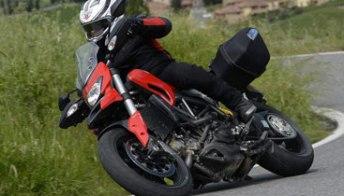 Ducati Hyperstrada: fun-bike nel cuore, ma in abiti da turismo