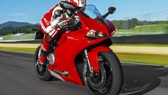Ducati 899 Panigale: superbike emiliana col cuore da 148 CV. Foto