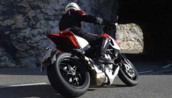 Test MV Agusta Rivale 800, una super-moto senza limiti. Foto