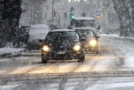 Gelo e neve in arrivo sull'Italia: i consigli di guida. Video