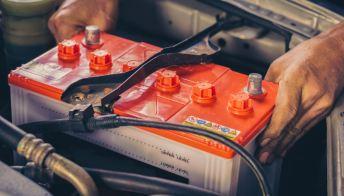 Ogni quanto sostituire la batteria dell'auto e come farlo da soli