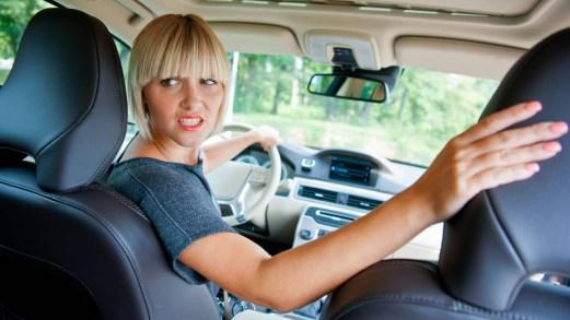 Trucchi e consigli per difendersi dal caldo in auto