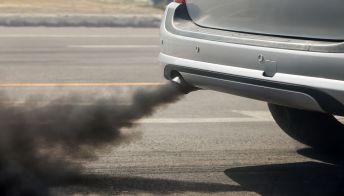 Stop ai motori diesel e benzina in Francia entro il 2040