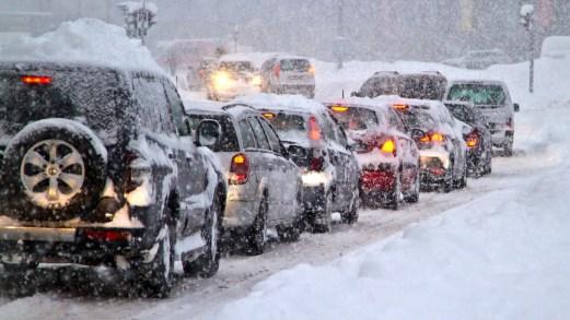 Perché l'auto consuma più benzina quando fa freddo. Video