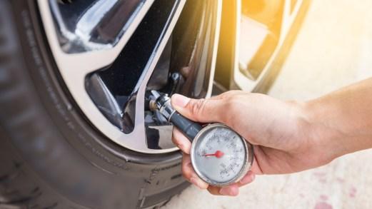 Qual è la pressione corretta degli pneumatici e come si controlla