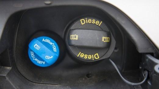 Cos'è e come funziona il liquido AdBlue per auto diesel euro 6