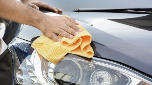 Come tenere l'auto pulita quando sei in vacanza al mare