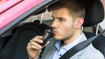 Sicurezza alla guida: ora Google Assistant potrà fare l'alcol test