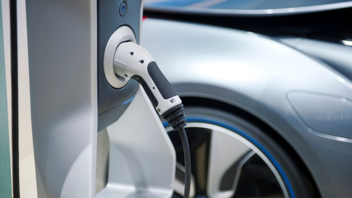 Ecotassa ed ecobonus sulle auto: verso un 'mondo' elettrico