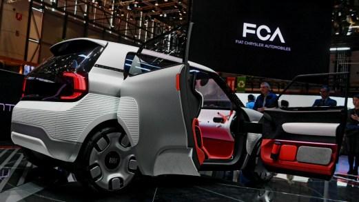 Tetto, abitacolo e batterie: le novità della futura Fiat Panda. Video