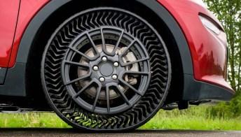 Lo pneumatico di Michelin senza aria e a prova di chiodo. Video