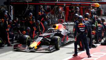 Formula 1: incredibile cambio gomme al box Red Bull