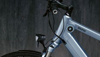 Bici, e-bike e monopattini: l'offerta BMW per la mobilità urbana