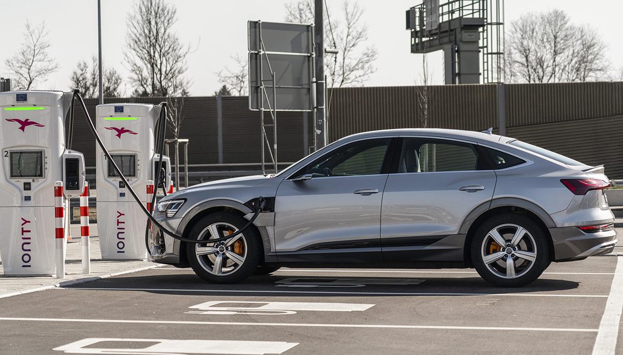 Audi e-tron in carica