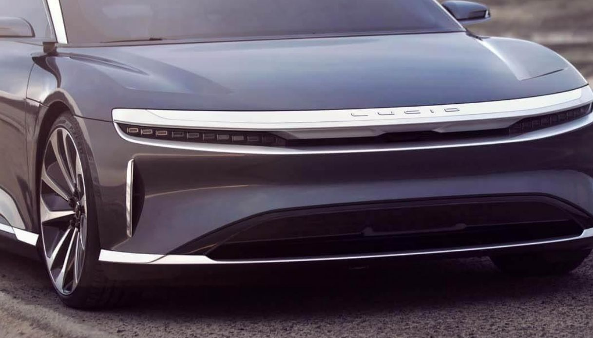 L'auto elettrica che ha 800 km di autonomia con una sola ricarica