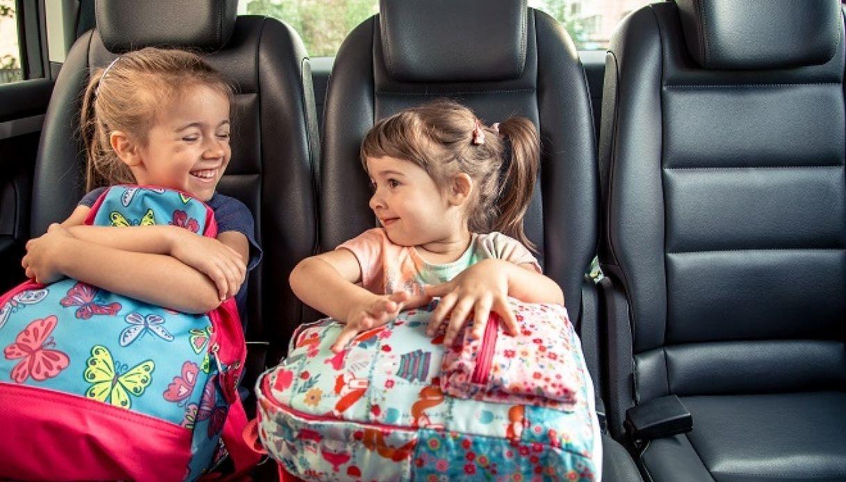 Bambine auto scuola