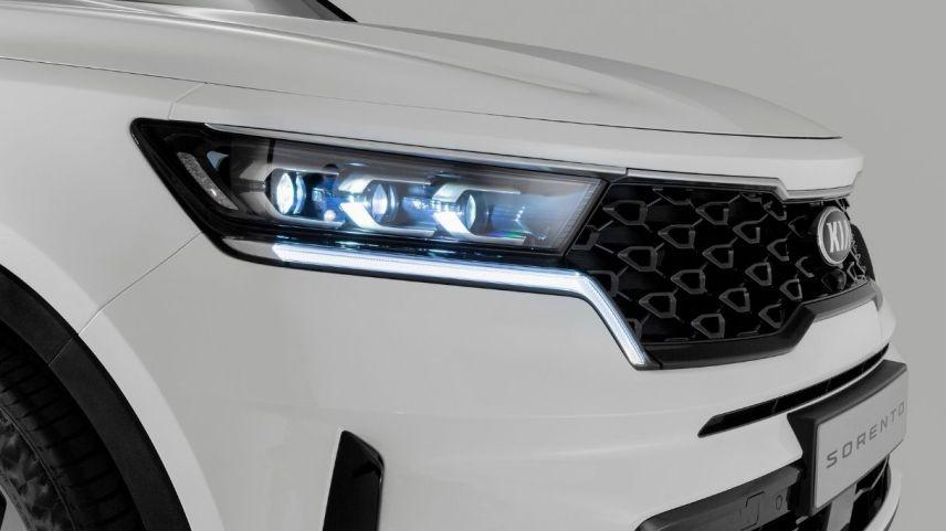 Kia Sorento debutta con il motore full hybrid: i prezzi