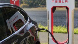 Tesla diventa fornitore di energia elettrica e taglia la bolletta