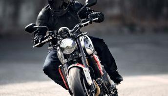 Triumph svela la nuova roadster con l'emozionante motore a 3 cilindri