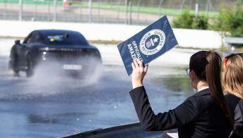 La Porsche Taycan nel Guinness dei primati col record di derapata