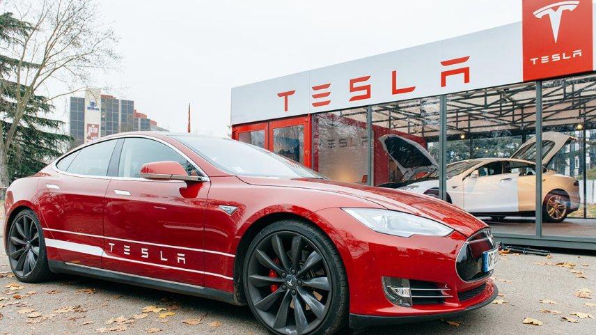 Tesla apre in Europa la più grande fabbrica di batterie al mondo