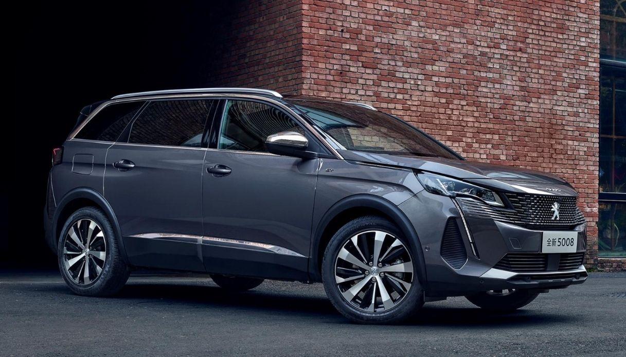 Peugeot presenta la nuova versione di 5008