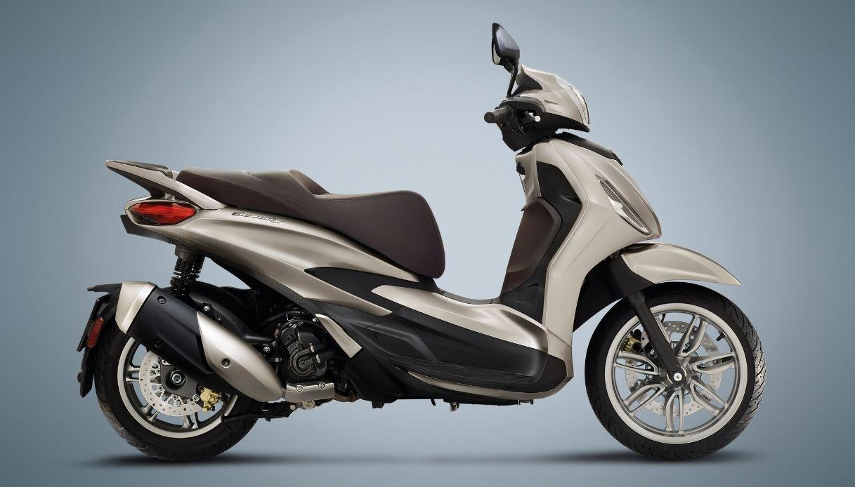 Piaggio presenta il suo nuovo scooter Beverly in due varianti