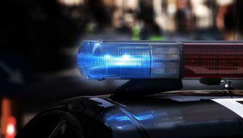 Ubriaca tampona l'auto della Polizia e fugge