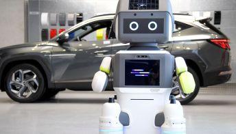 Si chiama DAL-e, il primo robot Hyundai che vende le auto nelle concessionarie