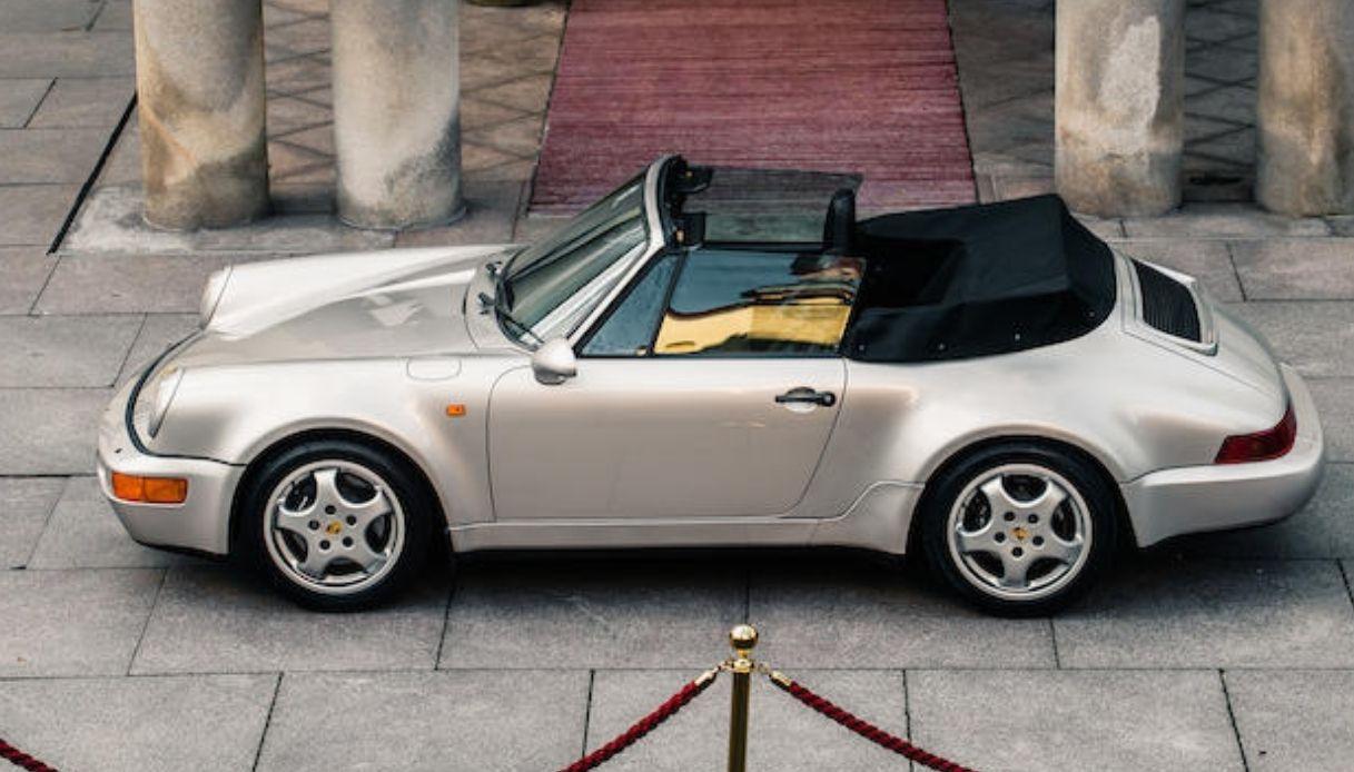 All'asta l'auto di Maradona, una Porsche 911 color argento