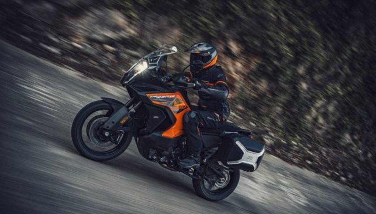 KTM, la nuova Adventure: un concentrato di tecnologia e design
