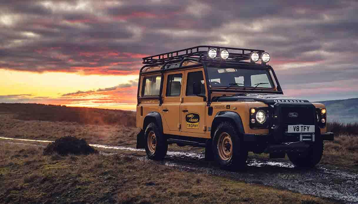 Land Rover presenta il nuovo Defender Works V8 Trophy in edizione limitata