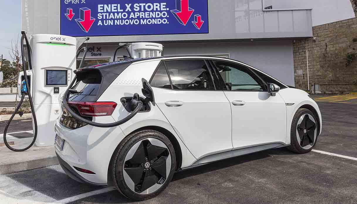 Enel X Store è il primo 'benzinaio elettrico' d'Italia