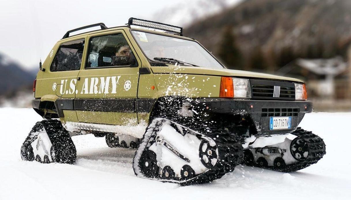 Fiat Panda 4x4 con i cingoli