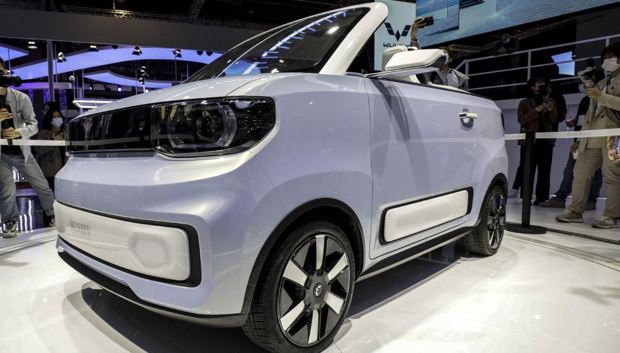 La nuova cabrio elettrica cinese