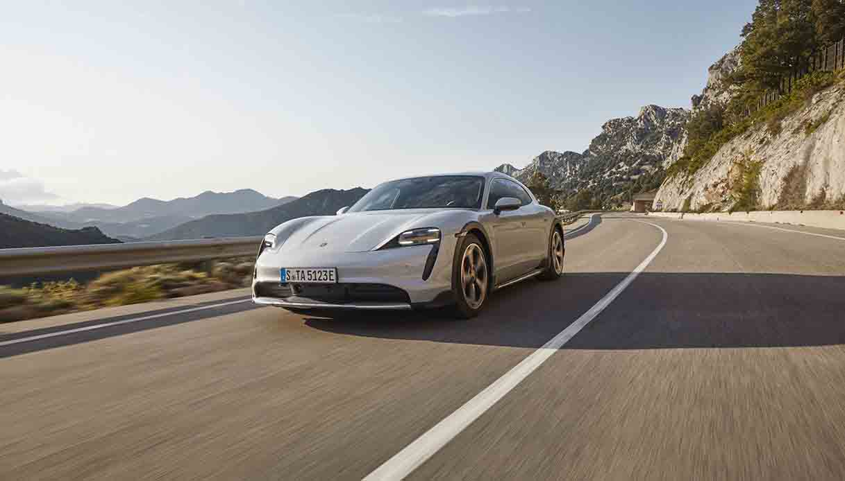 Nuova Porsche elettrica 2021 Taycan Rwd
