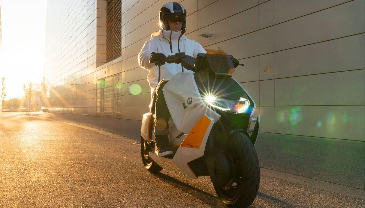 Il nuovo scooter elettrico BMW CE 04