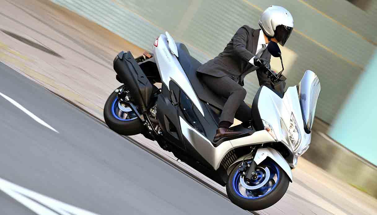 Nuovo scooter Suzuki Burgman MY22 con motore Euro 5