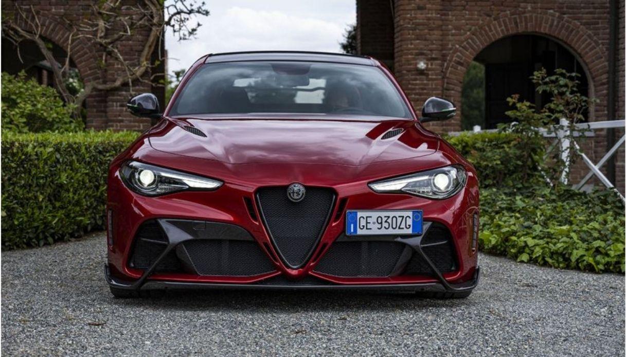 Alfa Romeo Giulia GTA, svelata alla stampa