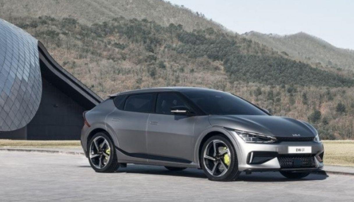 Kia svela prezzi e gamma del crossover elettrico EV6