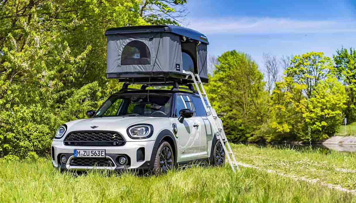 La MINI Cooper 100% elettrica 2021 con la tenda