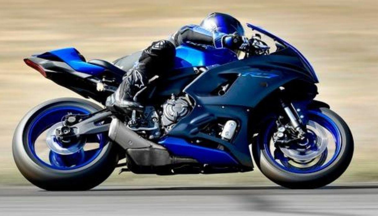 In arrivo la nuova Yamaha R7