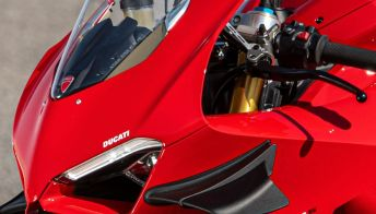 Ducati Panigale V4, DNA da pista: nuovi accessori Performance