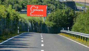 Sfida da brividi tra Kawasaki ZX-10R e Porsche 911 GT3 RS