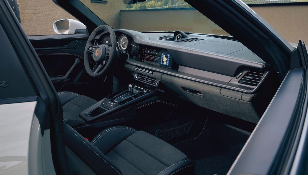 Gli interni di Porsche 911 GTS