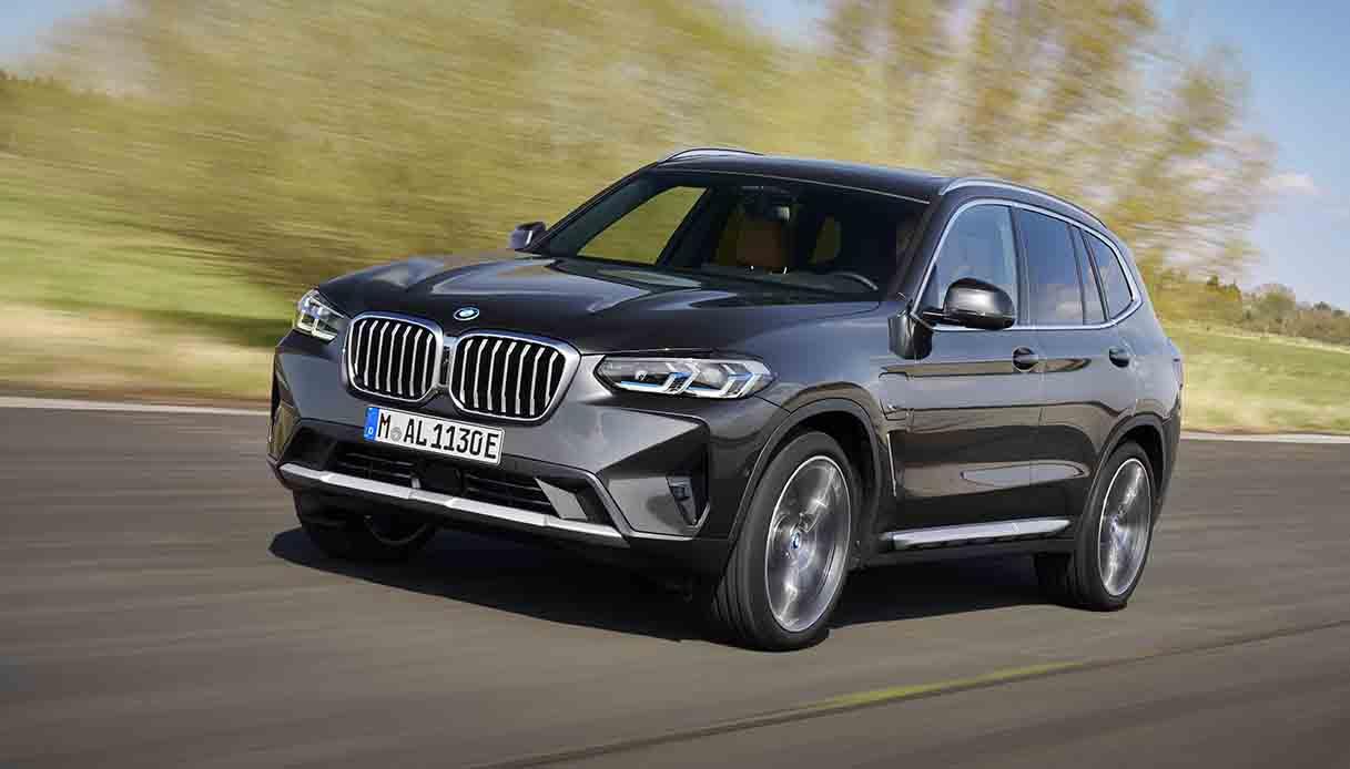 L'ultima generazione BMW X3 con ricche dotazioni di serie