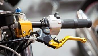 Come regolare la frizione della moto o dello scooter