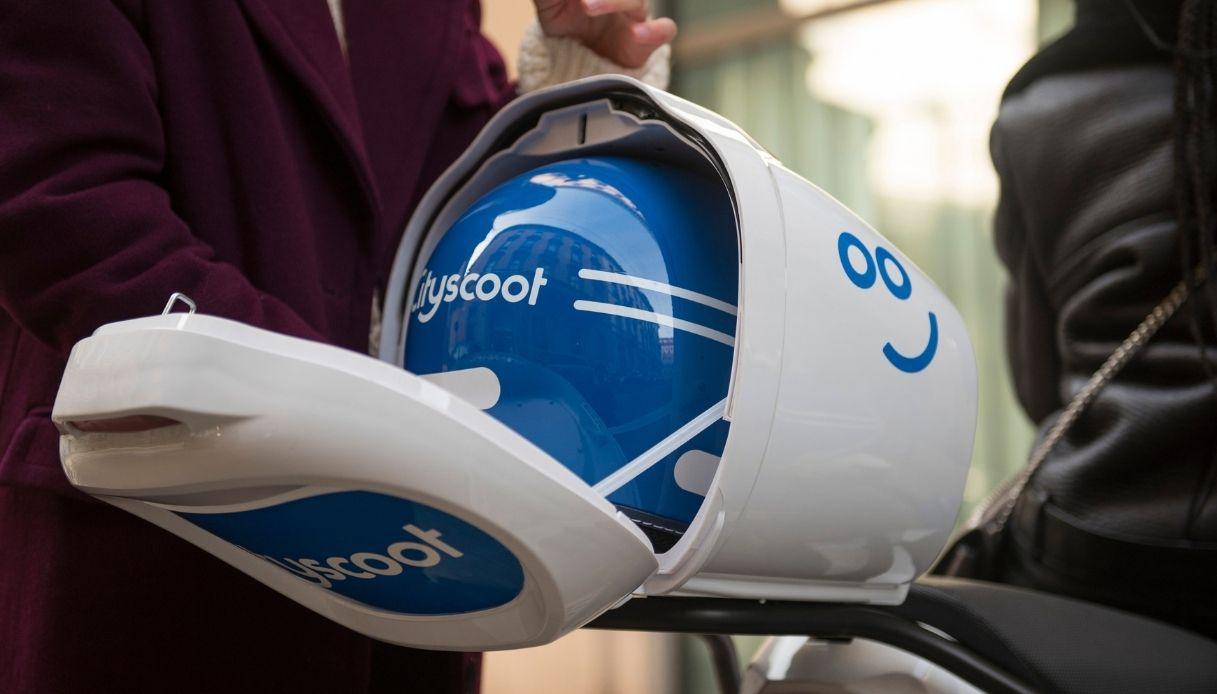 Doppio casco per viaggiare in due con Cityscoot