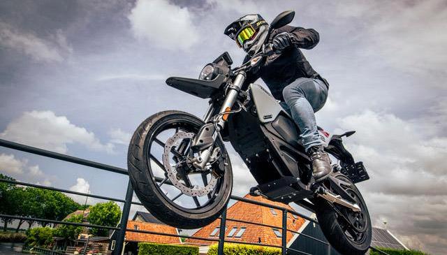 Zero FXE la moto del futuro